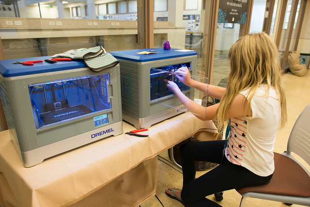 student 3D printing something